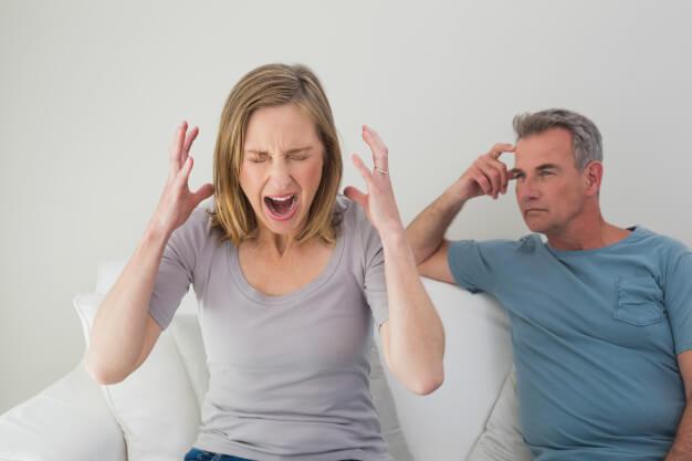 pareja discutiendo terapia psicólogo